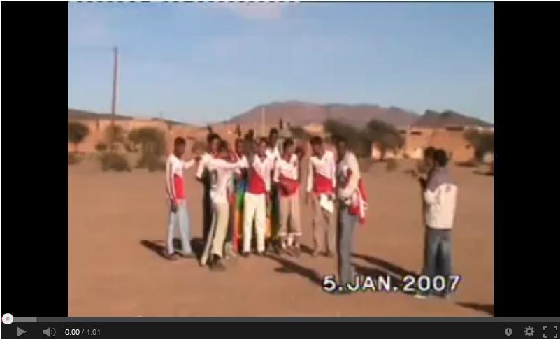 Extrait vidéo du matche de foot-ball entre l'équipe TANGARFA et l'équipe d'IZENZAREN 05/01/2007